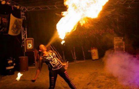 Feuerschluckerin aus Stuttgart