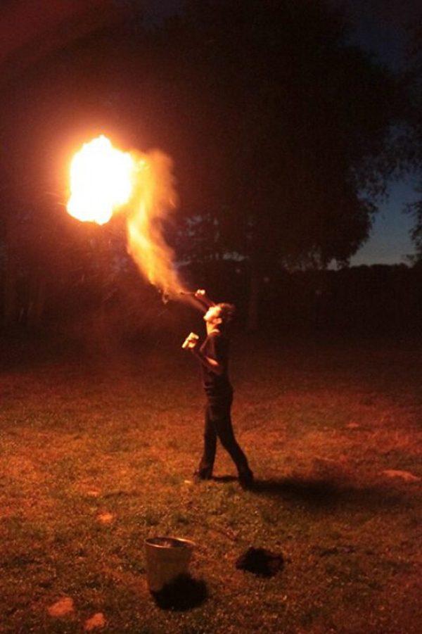 Feuerspuckerin aus Krefeld